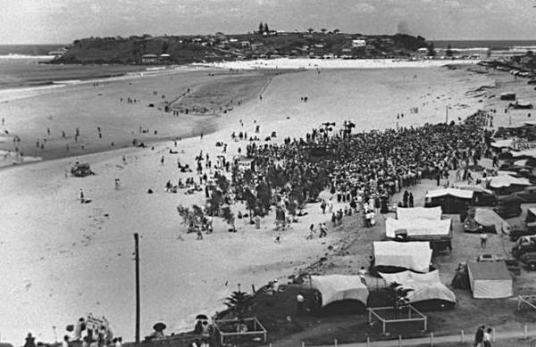 Radio 4BC broadcasting day at Coolangatta Beach December 1936 Photographer unknown
