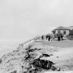 Erosion at Main Beach after the 1954 cyclone Dawn Rix photographer